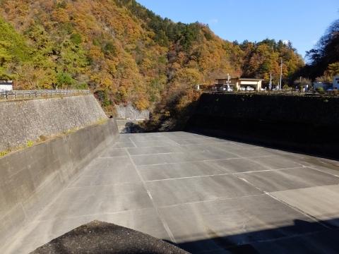 小河内ダム余水吐水路