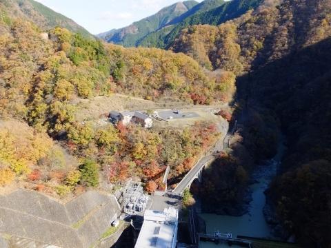 小河内ダム直下の眺め