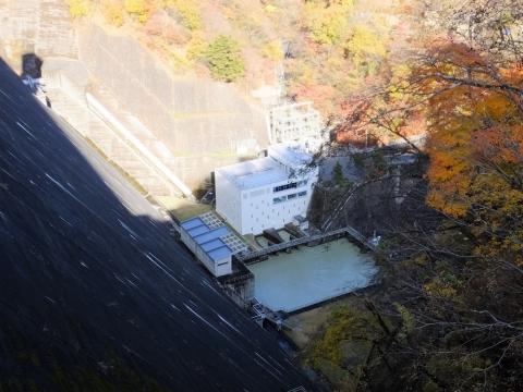 小河内ダム直下の施設・多摩川第1発電所他