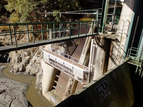 道志ダムの水力発電所向け取水口