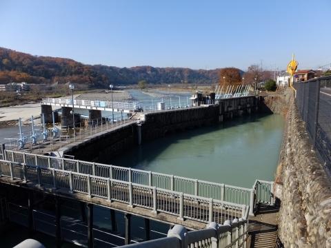 羽村取水堰と取水施設
