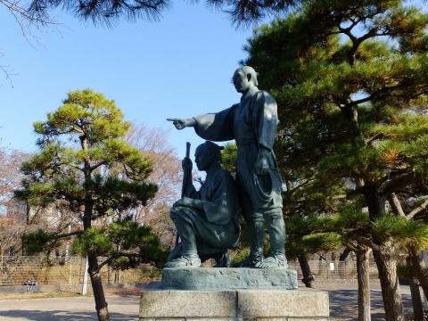 羽村取水堰・玉川兄弟の像