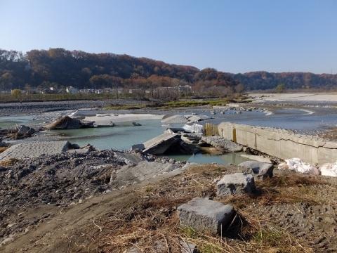 羽村取水堰下流の多摩川