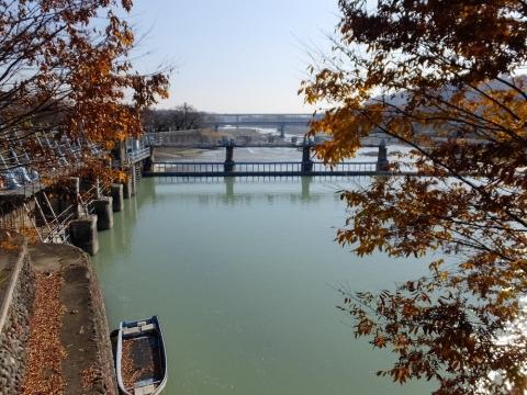 羽村取水堰と第1水門