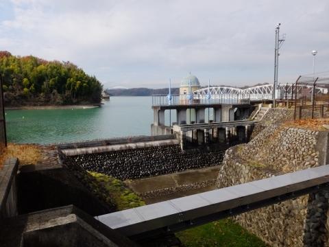 村山下貯水池・余水吐け施設