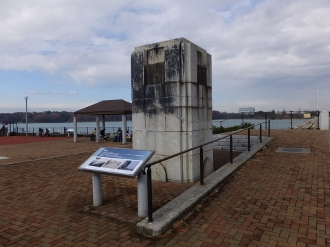村山下ダムの親柱