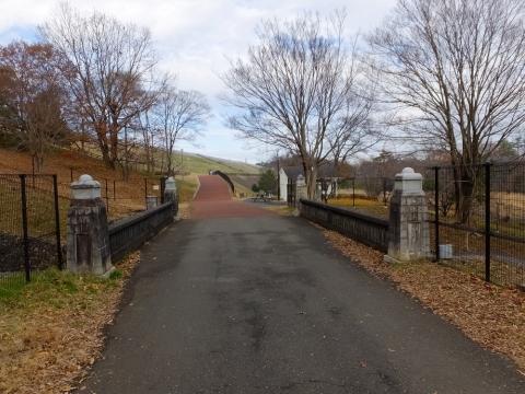 村山下貯水池・余水吐き水路に架かる瀧見橋