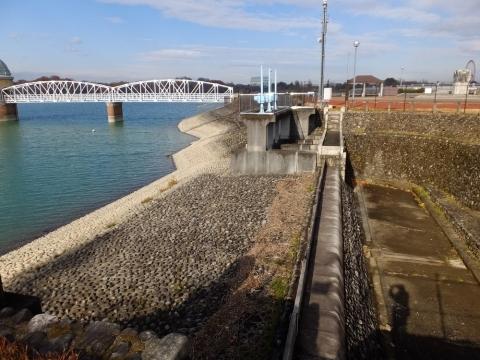 村山下貯水池・余水吐き施設