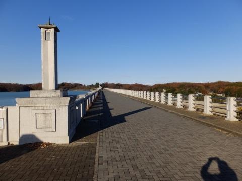 山口貯水池ダム天端の通路