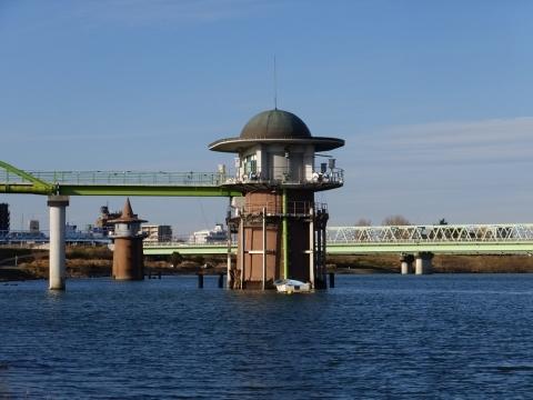 金町浄水場の取水塔
