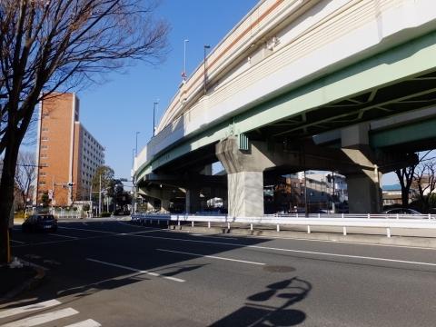 上北沢駅付近R20・首都高4号線