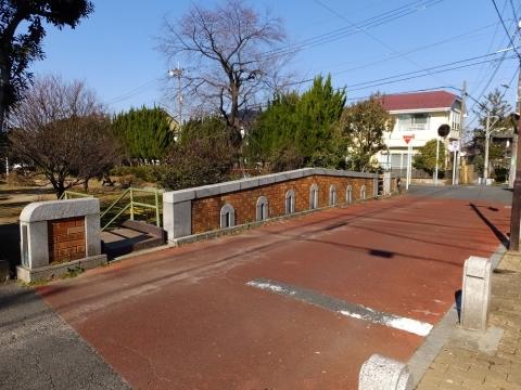 玉川上水に架かる小菊橋