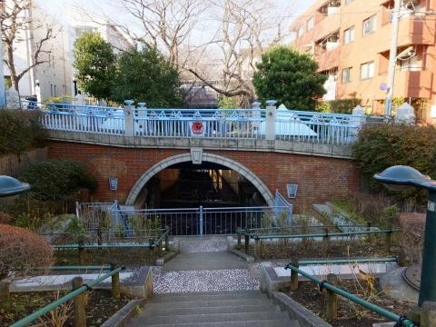 玉川上水・世田谷区代田橋駅付近のゆずり橋