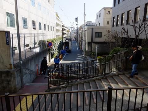 玉川上水旧水路緑道わきの階段・渋谷区代々木