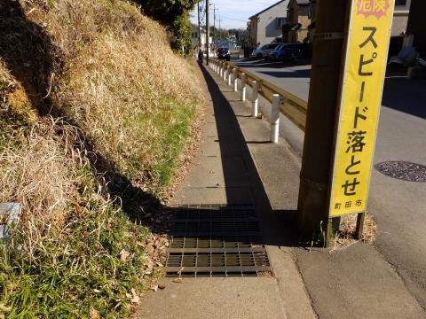 飯守神社前から真光寺交差点へ至る市道