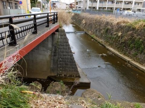 麻生川に片平川が合流