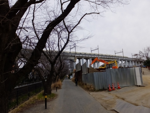 麻生川をまたぐ小田急多摩線