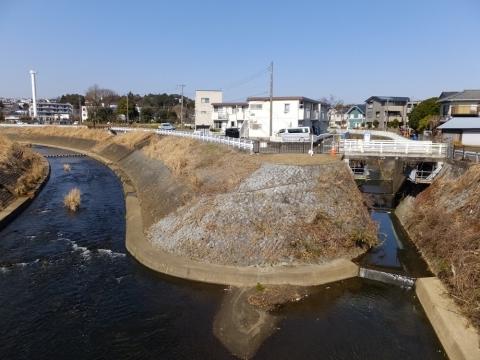 水車橋より鶴見川・真福寺川上流を望む