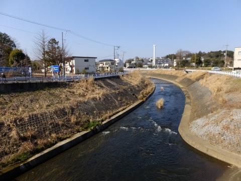 水車橋より鶴見川上流を望む