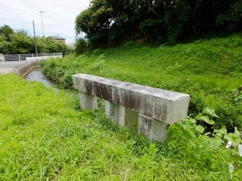 真亀川取水ゲート下流の用水路