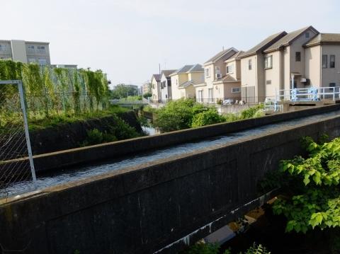 西部用水・旧小鮎川を渡る水路橋