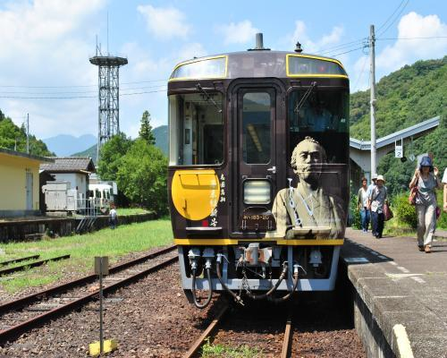江川崎駅到着