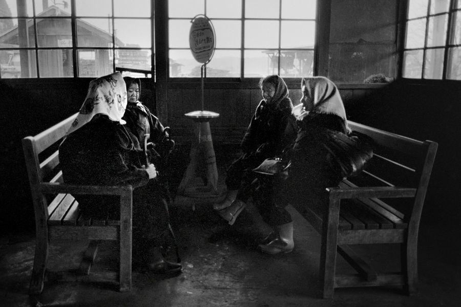 蒲原鉄道 大蒲原駅の老婆 1984年12月 55mm原版_7035原版take1b3