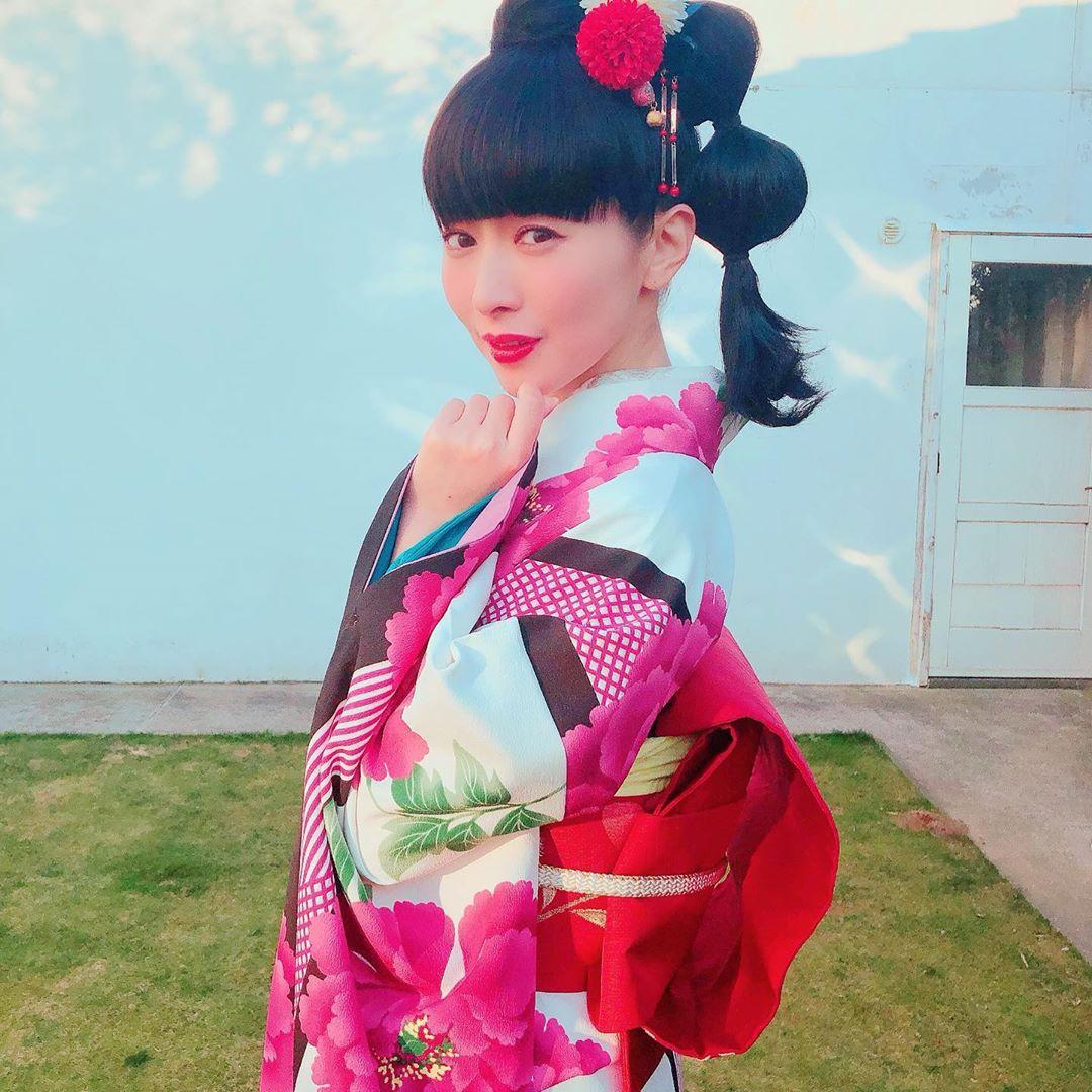 20NENGA_015_minori_chihara.jpg