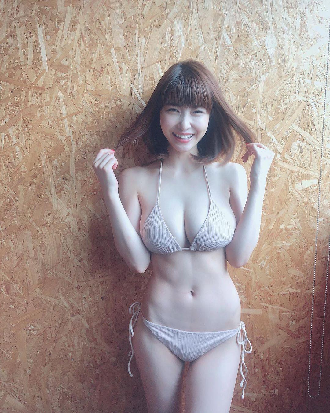kishi_asuka195.jpg