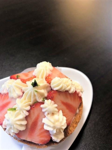 山形で1番狭いタルトのお店 ピィラッカ 苺と紅茶クリームのタルト