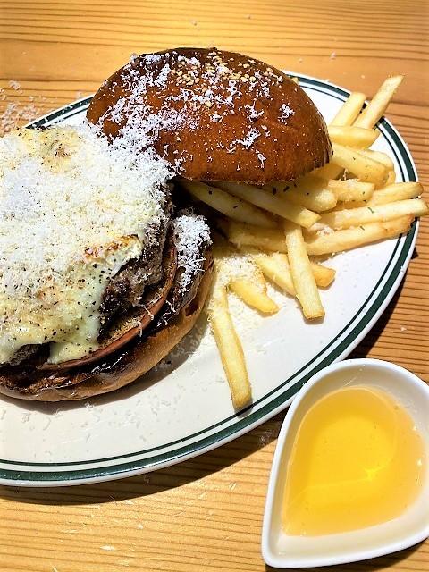 肉屋食堂 ベイクドアップルクアトロチーズバーガー2
