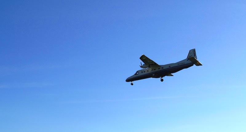 「飛ぶ飛行機」