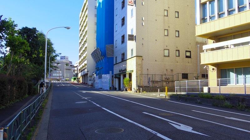 「新宿区市谷本村町の謎の前方後円形」