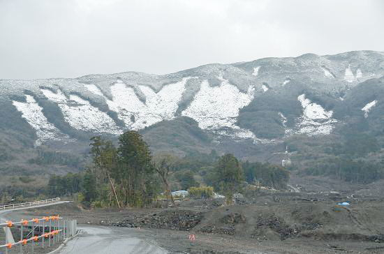 表層崩壊雪