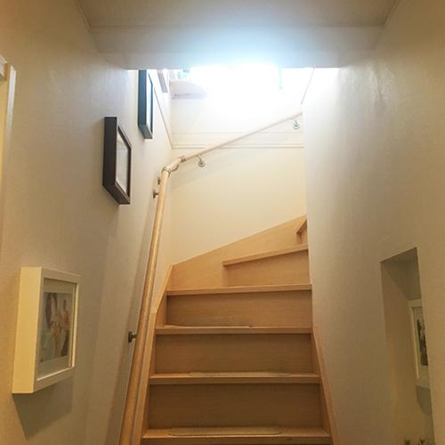 わが家の階段はギャラリースペース①