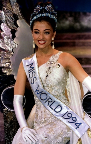 Aishwarya Rai at Miss World 1994 images