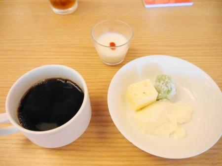 朝食デザートとコーヒー