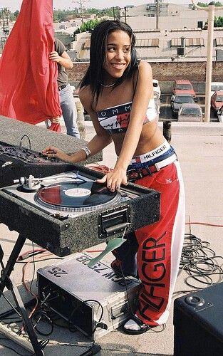 8dd3fd8f1d635ac06aed8afe13874027--rip-aaliyah-aaliyah-singer.jpg