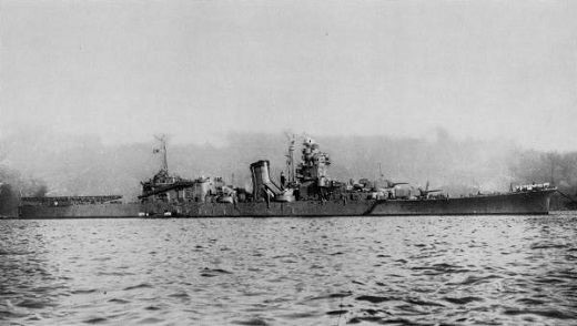 IJN_light_cruiser_Oyodo_at_Kure_in_1943.jpg