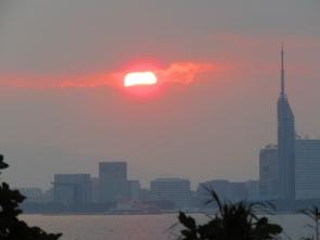191125003 雲の切れ間からほんの一瞬見かけた太陽