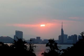 191125031 雲の隙間から覗いた朝日