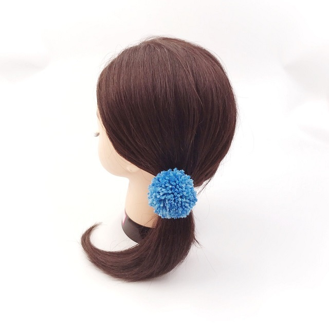 手編み雑貨,HanahanD,ポンポン,青,ブルー系,冬糸,冬のヘアアクセサリー,ヘアゴム