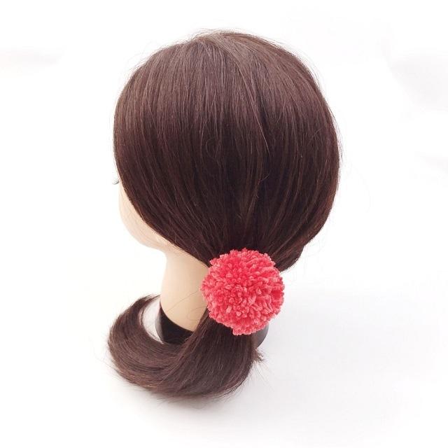 手編み雑貨,HanahanD,ポンポン,ポンポンのヘアゴム,冬のヘアアクセサリー,キッズポンポン,ポップカラー