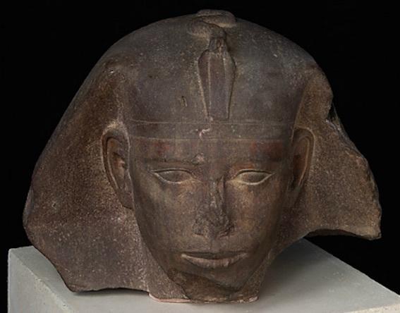 ジェドエフラー王スフィンクスの頭部 写真