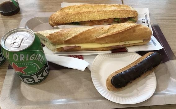 フランスパンのサンド、エクレア
