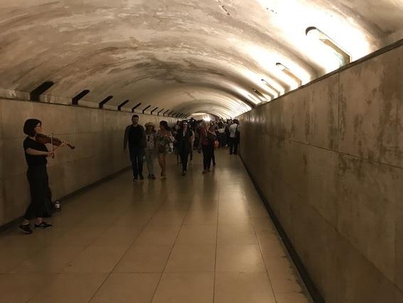 凱旋門へのトンネル