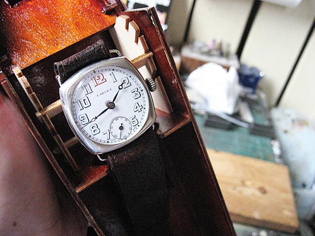 古い時計を吊るしてみた