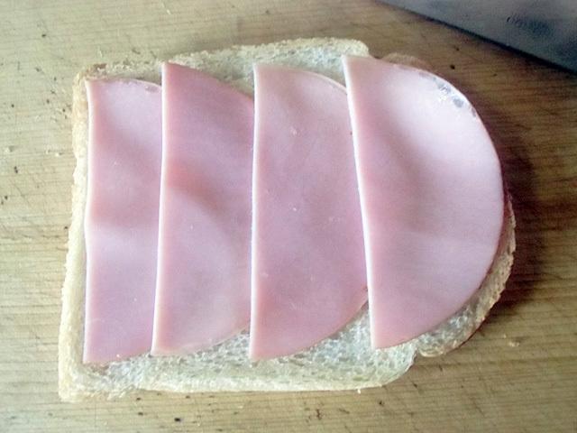 食パンにハム