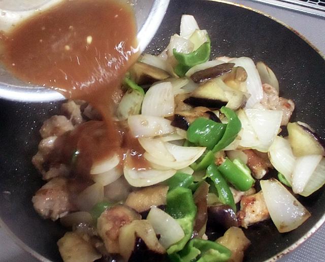 野菜とタレを合流
