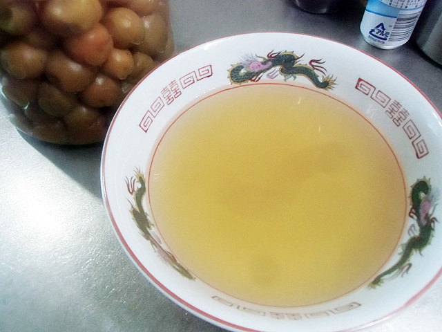 梅酢をあけます